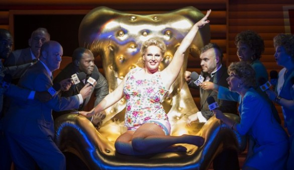 Anna Nicole sitting on gold throne surrounded by reporters
